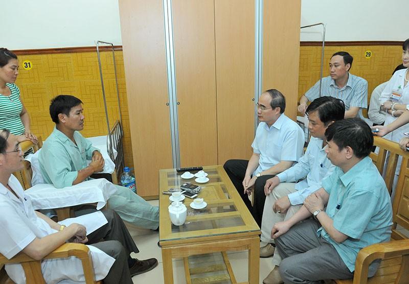 Ông Nguyễn Thiện Nhân thăm phi công Nguyễn Hữu Cường - ảnh 4