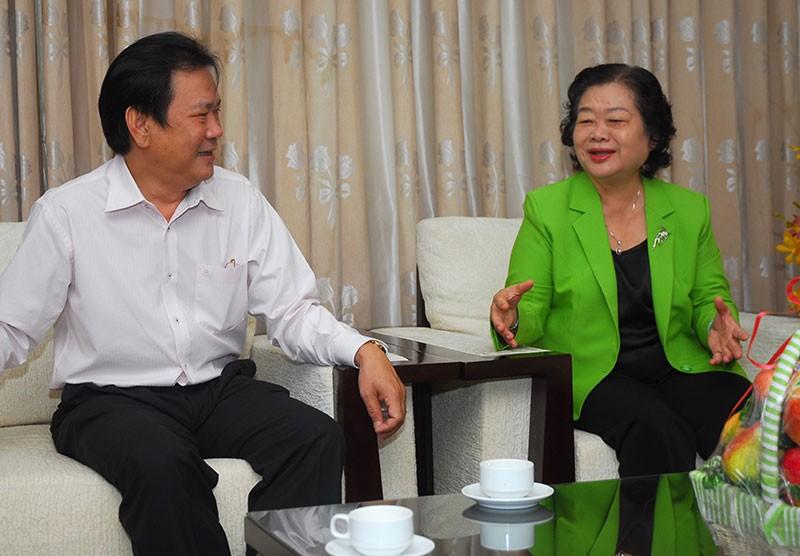 Nguyên Phó Chủ tịch nước Trương Mỹ Hoa chúc mừng báo Pháp Luật TP.HCM - ảnh 1