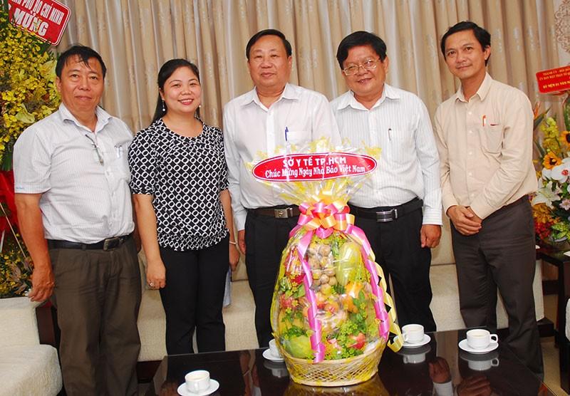 Nguyên Phó Chủ tịch nước Trương Mỹ Hoa chúc mừng báo Pháp Luật TP.HCM - ảnh 8