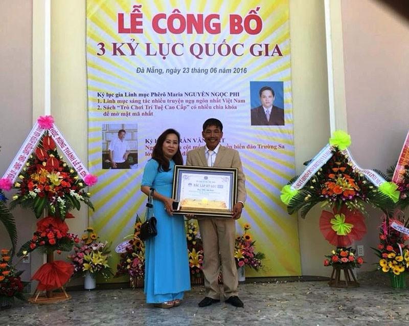 Mô hình cột mốc chủ quyền Trường Sa nhận kỷ lục Việt Nam  - ảnh 1