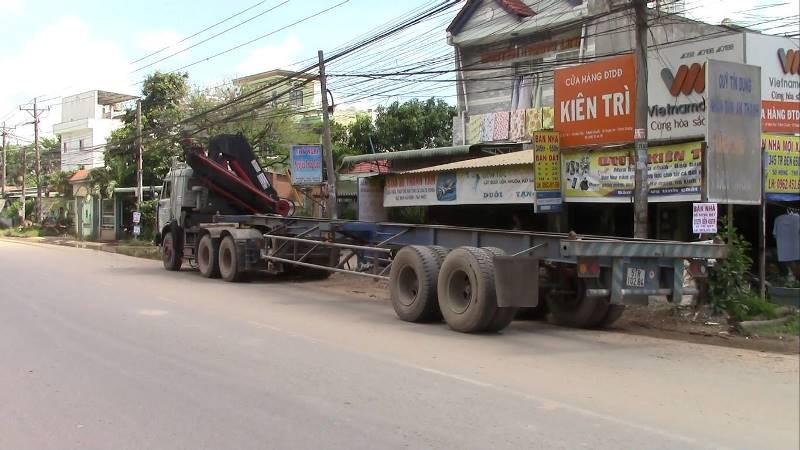 Xe máy tông đuôi container, 1 phụ nữ tử vong tại chỗ - ảnh 2