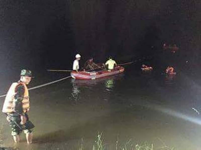 Tìm thấy thi thể 3 sinh viên tình nguyện bị nước lũ cuốn - ảnh 1