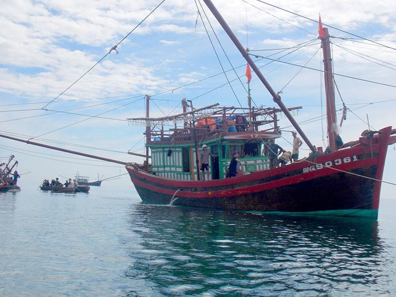 Chìm tàu, ngư dân thiệt hại hơn trăm triệu đồng - ảnh 2