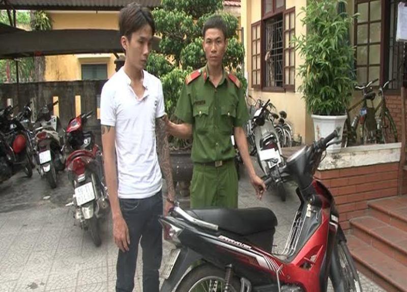 Bắt nghi can trộm xe máy chỉ sau 2 giờ gây án - ảnh 1