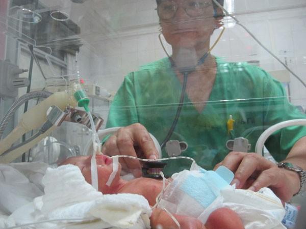 Mổ lấy thai nhi của bệnh nhân ung thư đã di căn - ảnh 1