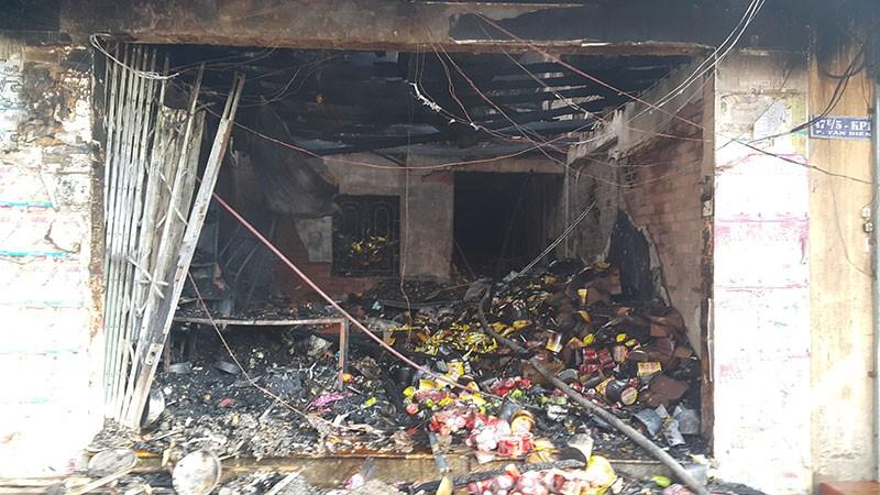 Cháy lớn thiêu rụi 2 căn nhà, một người tử vong - ảnh 1