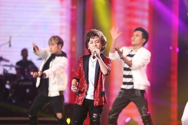 Gia Khiêm hát lại 'Bang Bang Bang' của nhóm Bigbang với giai điệu và vũ đạo sôi động