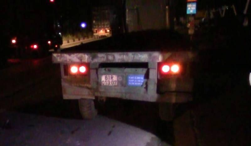 Xe máy tông đuôi container, 1 người tử vong tại chỗ - ảnh 1