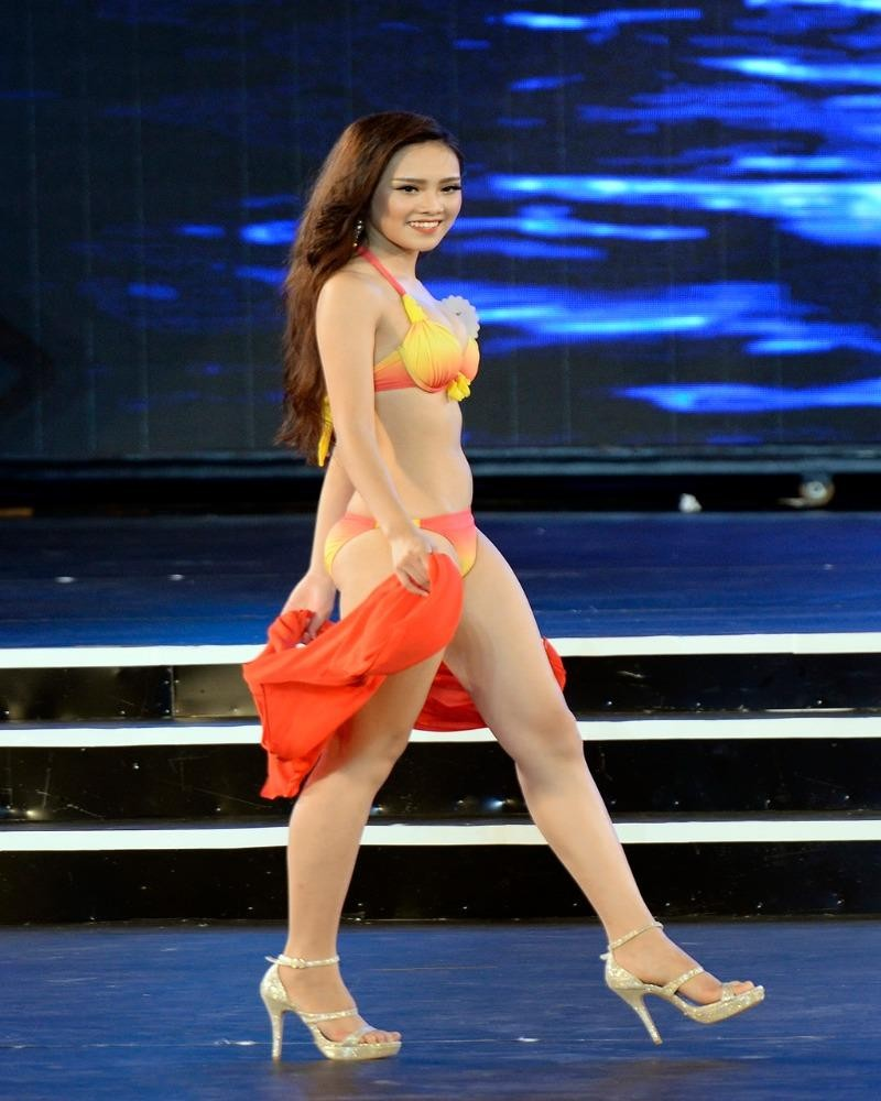 Cô từng đăng quang Hoa khôi Thanh niên Thanh lịch và Thời trang của thành phố Thái Nguyên năm 2012
