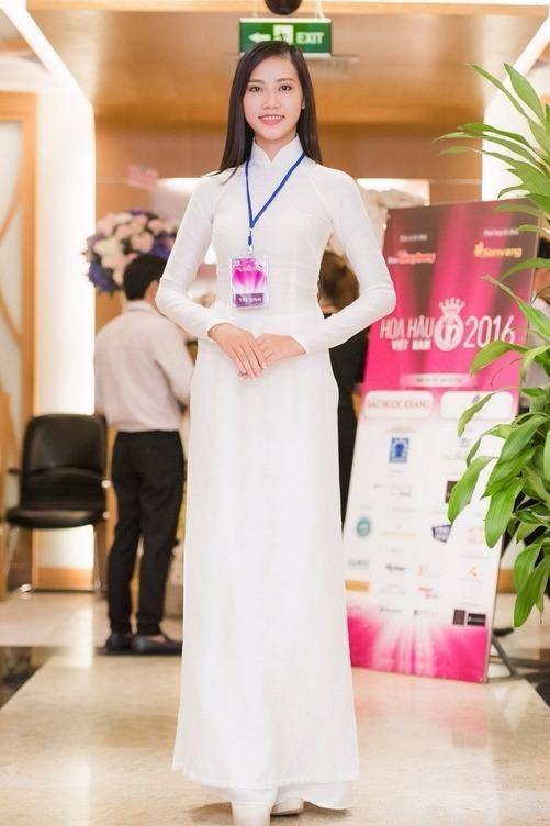 Trần Thị Thùy Trang cao 1m80, nặng 55kg. Cô là thí sinh thứ hai cùng Ngô Thanh Thanh Tú có chiều cao nhất 1m80 trong số 36 thí sinh