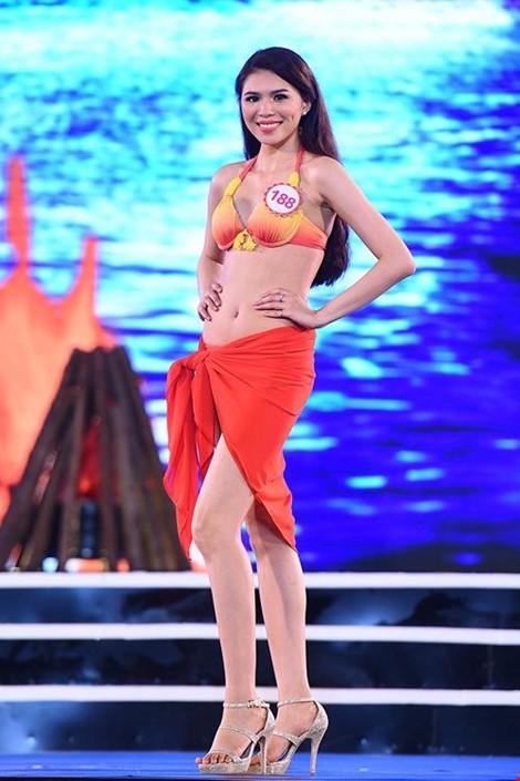Cô từng du học ở Anh quốc và là một trong những nhan sắc được yêu thích tại Miss du học sinh Việt 2015