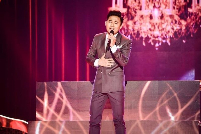 Diễn viên Quý Bình đã chinh phục khán giả không chỉ với giọng hát trữ tình mà cả phong cách trình diễn xuất sắc qua từng đêm thi