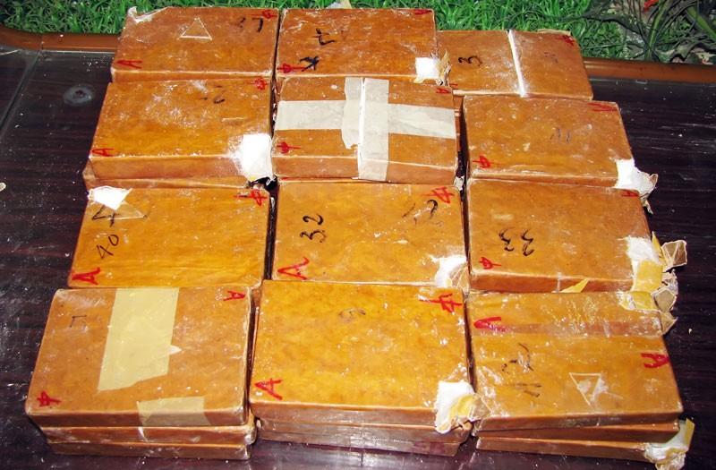 35 đối tượng trốn truy nã ma túy ở Lóng Luông - ảnh 1