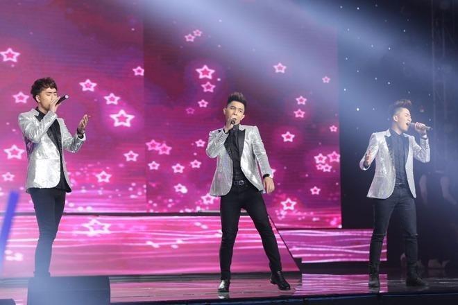 Nhóm nhạc nam The Wings của nhạc sĩ Dương Khắc Linh gây ấn tượng với phong cách trẻ trung, tươi sáng và khả năng bè phối điêu luyện. Các chàng trai sở hữu vẻ ngoài bắt mắt nên nhận được nhiều tình cảm từ fan nữ. The Wings nhận được 12,86% bình chọn, đứng thứ tư. Ảnh: VNE