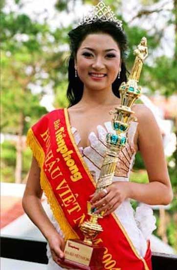 Ve dep khong ai sanh kip cua Hoa hau Nguyen Thi Huyen - Anh 1