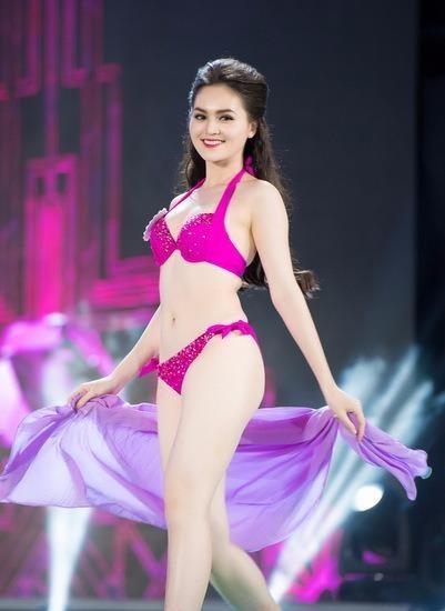 Người mặc trang phục dạ hội đẹp nhất: Trần Thị Thu Hiền