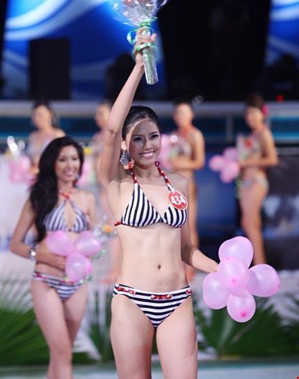 Tại cuộc thi Hoa hậu Việt Nam 2010, Nguyễn Thị Loan đoạt danh hiệu Người đẹp biển.