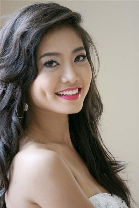 Cô từng lọt vào tốp 15 và giành giải Người đẹp Thời trang của Hoa hậu Thế giới Người Việt 2010.