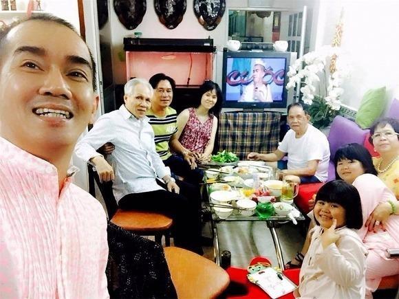 Minh Thuận bên gia đình khi khỏe mạnh. Ảnh Ngôi sao