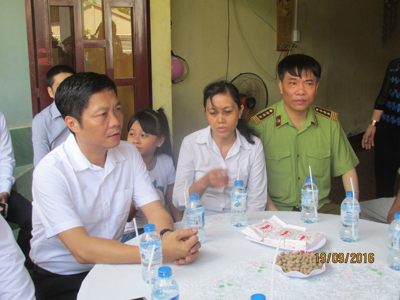 Bộ trưởng Công thương thăm gia đình anh Nguyễn Kim Danh - ảnh 6