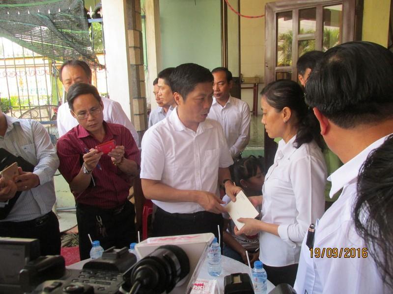 Bộ trưởng Công thương thăm gia đình anh Nguyễn Kim Danh - ảnh 7
