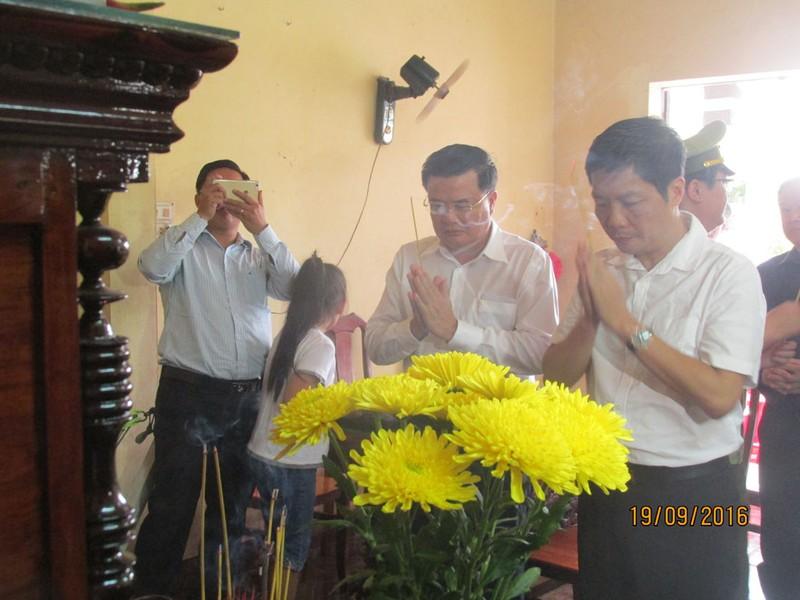 Bộ trưởng Công thương thăm gia đình anh Nguyễn Kim Danh - ảnh 5