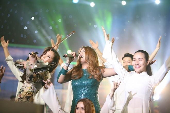 Janice Phuong khoc nuc no khi dang quang Vietnam Idol hinh anh 13