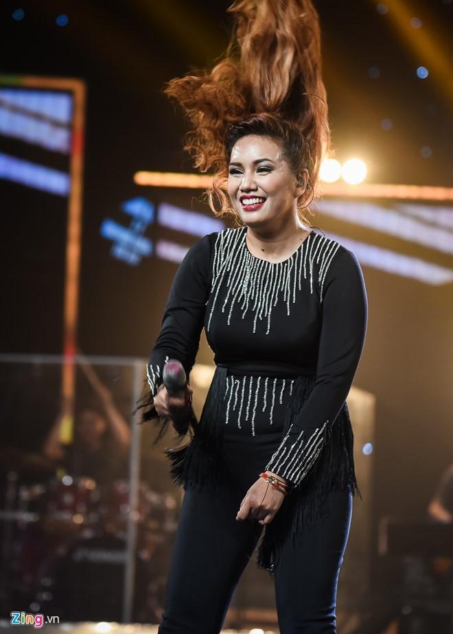 Janice Phuong khoc nuc no khi dang quang Vietnam Idol hinh anh 2