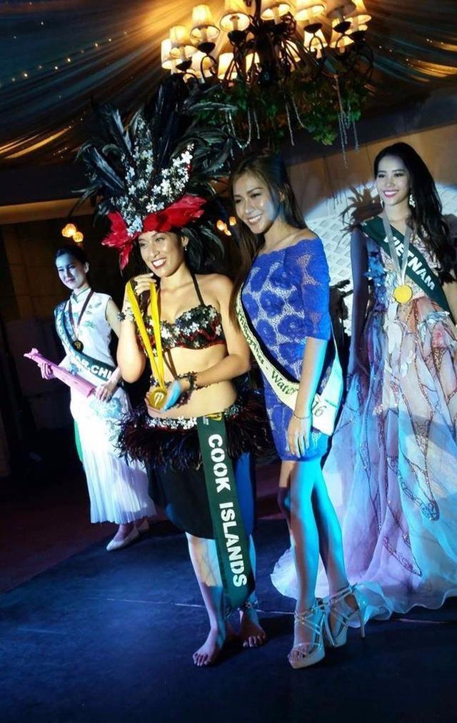 """Đại diện Việt Nam tại Miss Earth 2016 Nam Em đã đoạt được Huy chương Bạc phần thi tài năng với tiết mục hát """"You raise me up"""". Đoạt Huy chương Vàng là đại diện đến từ đảo Cook trong khi thí sinh Macau nhận Huy chương Đồng. Ảnh DÂN TRÍ."""