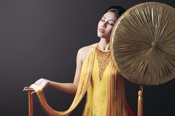Bộ áo tứ thân giúp Nguyễn Thị Loan vào tốp 3. Ảnh DÂN TRÍ