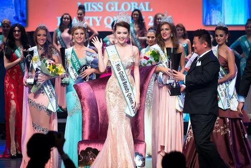 Cô gái Vũng Tàu, đại diện Việt Nam - người mẫu Nguyễn Thị Ngọc Duyên đăng quang Miss Global Beauty Queen (Nữ hoàng Sắc đẹp Toàn cầu) 2016. Ảnh VNE