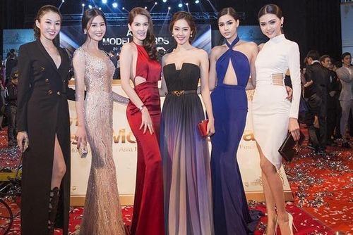 Cô đầu quân cho Venus, chung công ty người mẫu với Ngọc Trinh, Linh Chi, Kỳ Hân... Ngọc Duyên (phải) cùng dàn chân dài tham dự lễ trao giải Liên hoan người mẫu châu Á ở Hàn Quốc tháng 4-2015. Ảnh VNE