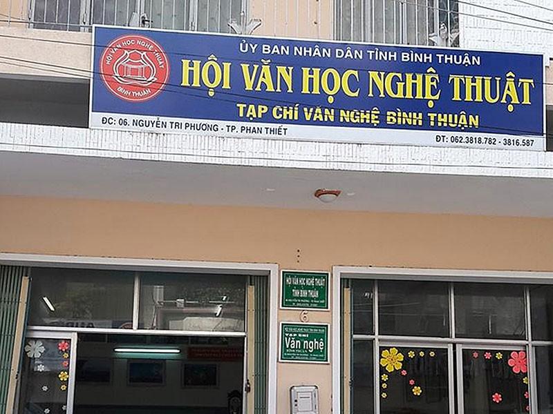 Chủ tịch Hội VHNT Bình Thuận duyệt khống 1 tỉ đồng - ảnh 1