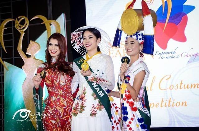 Nam Em giành Vàng Hoa hậu Ảnh.