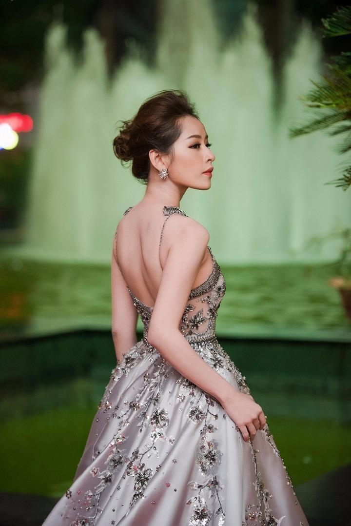 Nữ diễn viên trẻ Chi Pu gợi cảm trên thảm đỏ. Ảnh VTC