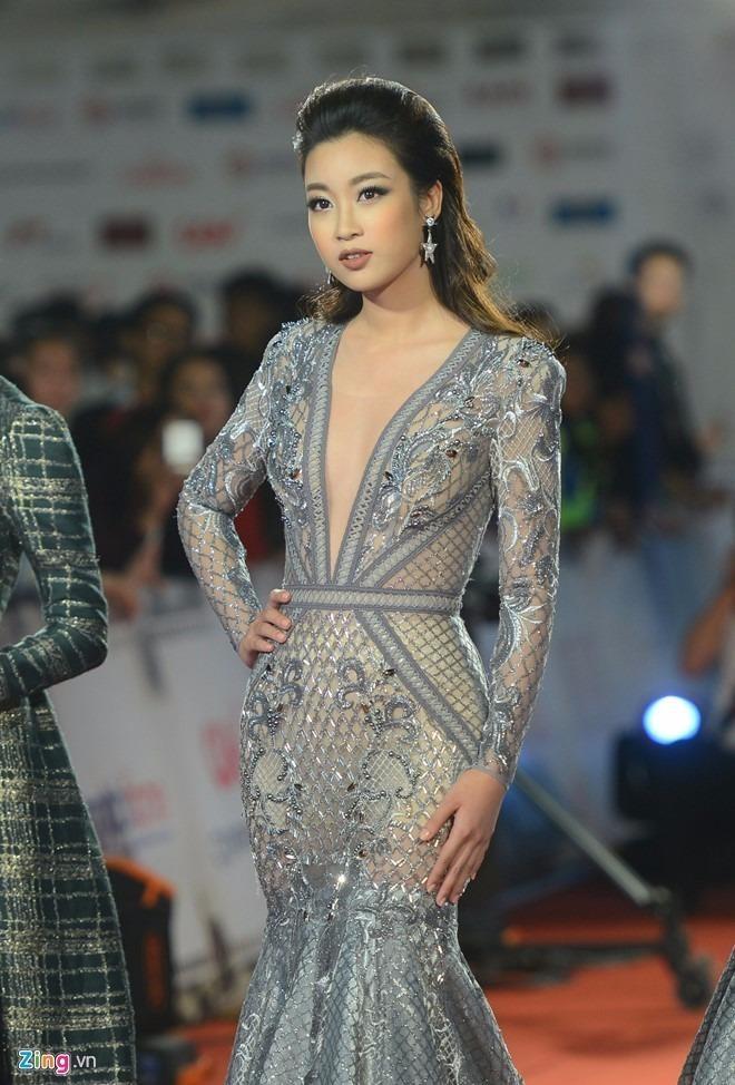 Mỹ Linh chọn thiết kế đầm ren ôm sát gợi cảm của NTK Chung Thanh Phong. Ảnh ZING