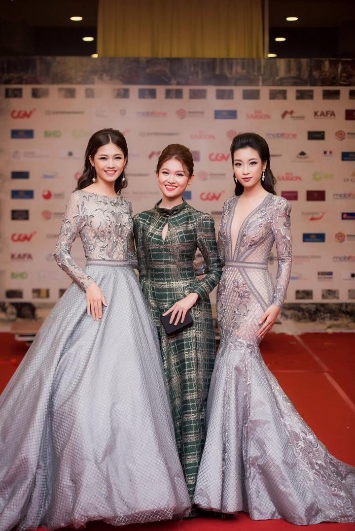 Hoa hậu Việt Nam 2016 Mỹ Linh (bên phải) và hai Á hậu Ngô Thanh Thanh Tú và Thuỳ Dung. Ảnh VTC