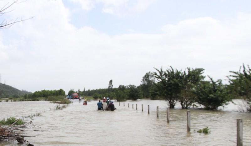 Quảng Nam: Thủy điện xả nước, dân hạ du lo lắng - ảnh 5