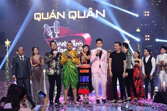 Thạch Sớt - Minh Thảo vui sướng khi giành giải quán quân chương trình 'Tuyệt đỉnh song ca' /// Ảnh: BTC