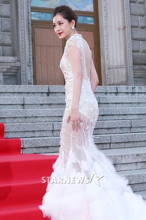 Hình ảnh Chi Pu tại sự kiện Asia Artist Awards 2016 xuất hiện tràn ngập trên các trang báo Hàn Quốc. Ảnh ZING