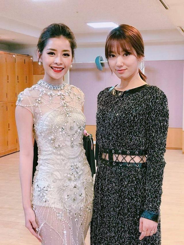 """Chi Pu bất ngờ """"đọ sắc"""" diễn viên Park Shin Hye trong hậu trường. Nhan sắc của Chi Pu không hề thua kém Park Shin Hye - nữ diễn viên hạng A trẻ trung đang được công chúng khắp châu Á vô cùng yêu mến. Ảnh DÂN TRÍ"""