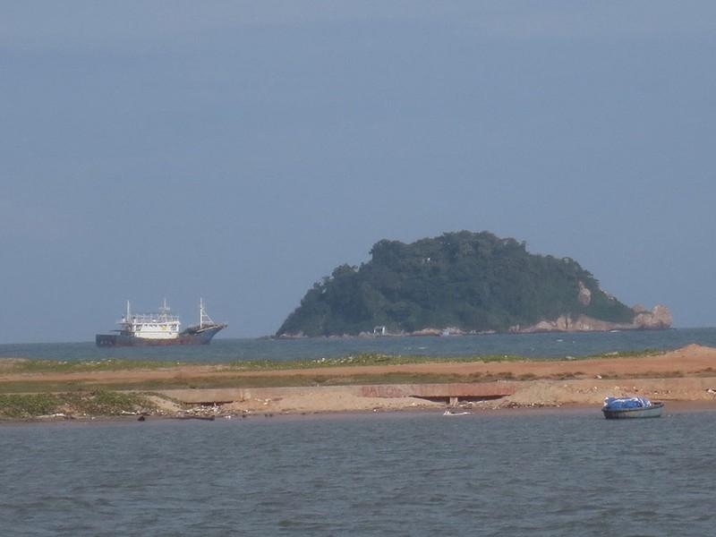 Làm rõ con tàu Trung Quốc bí ẩn trôi trên biển - ảnh 10