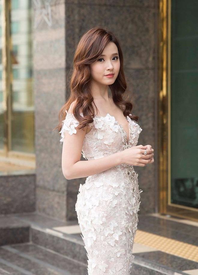 Midu vinh dự nhận giải diễn viên châu Á xuất sắc. Sau một thời gian vắng bóng, nữ diễn viên trở lại khá ấn tượng với hai vai diễn trong phim Sát thủ song sinh và 4 năm, 2 chàng, 1 tình yêu. Ảnh Zing