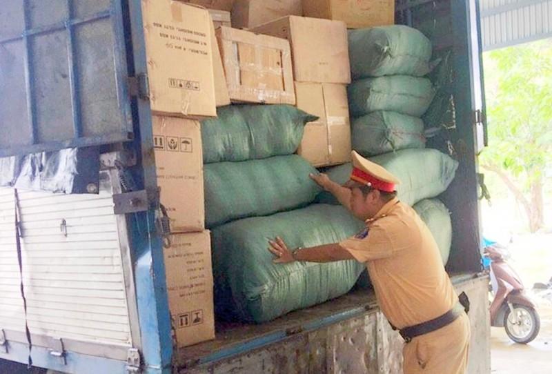 Bắt xe biển số Lào chở 11 bao đạn chì - ảnh 1