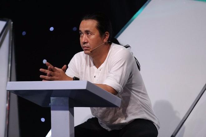 HLV Lê Minh Sơn không bày tỏ sự hứng thú với ca khúc Hồi ức. Ảnh Zing