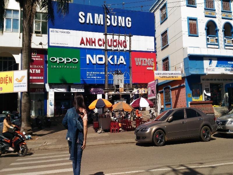 Cửa hàng điện thoại 2 lần bị trộm viếng thăm  - ảnh 1