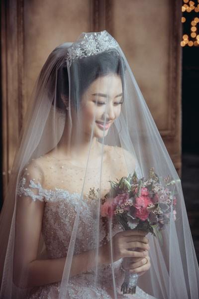 Hoa hậu Thu Ngân đẹp lộng lẫy.