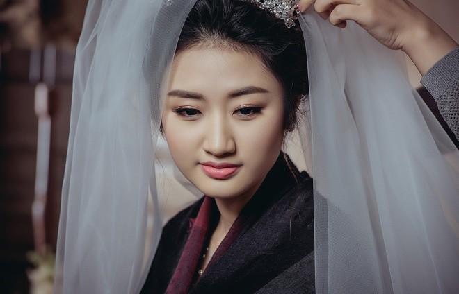 Hoa hậu Thu Ngân nũng nịu bên chồng hơn 19 tuổi