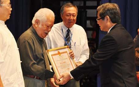 GS nhạc sĩ Ca lê Thuần đoạt giải nhất cuộc thi sáng tác khí nhạc với tác phẩm Người giữ cồn