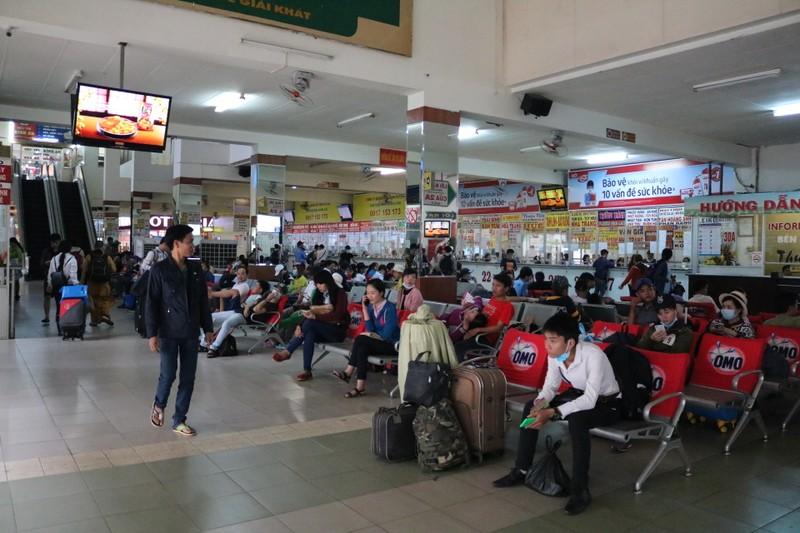 Bến xe Miền Đông không còn cảnh chen chúc mua vé Tết - ảnh 2